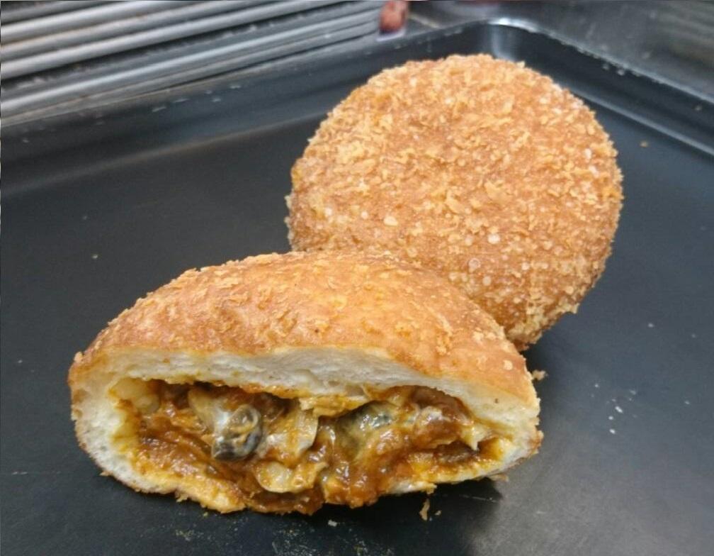 81.杏林堂の手作りパン工房ナチュール姫街道店_きのことチーズのカレーパン